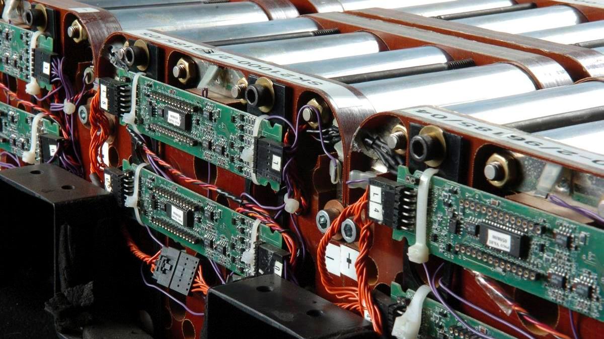 Батарея с системой защиты и контроля фото