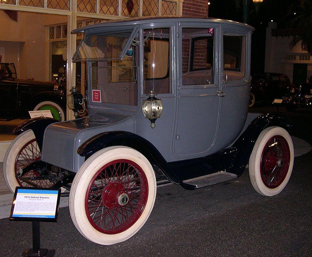 Электрический автомобиль Detroit Electric на NiFe АКБ фото