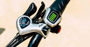 заряд электрического велосипеда фото