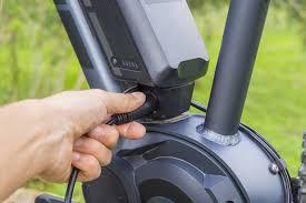 зарядка аккумулятора электровелосипеда фото